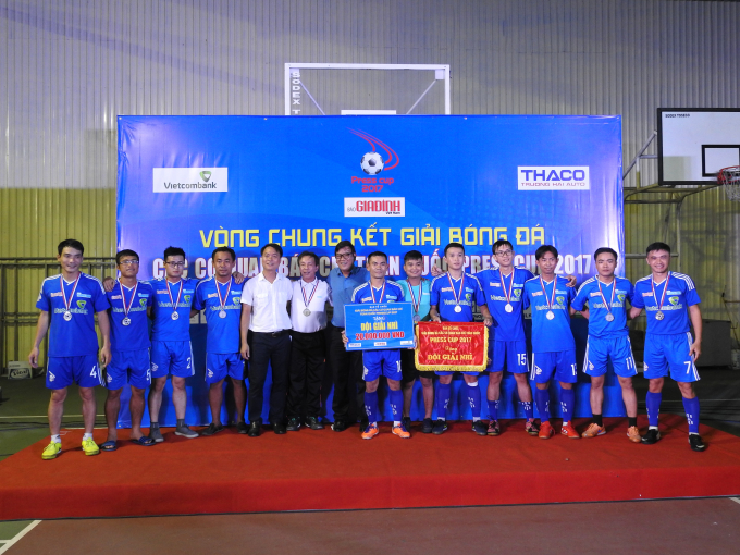 Đội bóng báo Thanh Niên đoạt giải nhì.