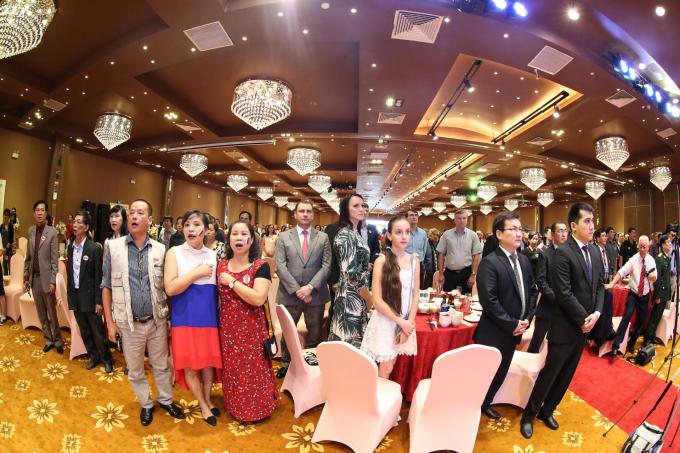 ... và nhiều người bạn từ Nga, Belarus và Kazakhstan, cùng nhiều vị khách quý của các cơ quan Đảng, Nhà nước, các đoàn thể quần chúng.