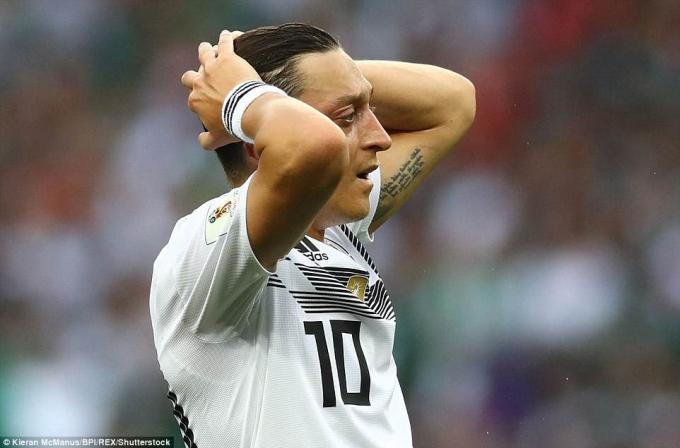 Đây cũng là lần đầu Đức thua trận ra quân ở một kỳ World Cup kể từ năm 1982.