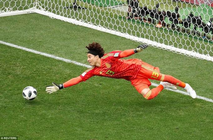 Đức cũng đã nhanh chóng đáp trả khi Werner liên tiếp thử thách tài năng của Ochoa.