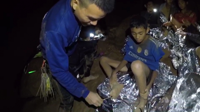 Video mới nhất về 13 thành viên đội bóng Thái Lan mắc kẹt trong hang Tham Luang