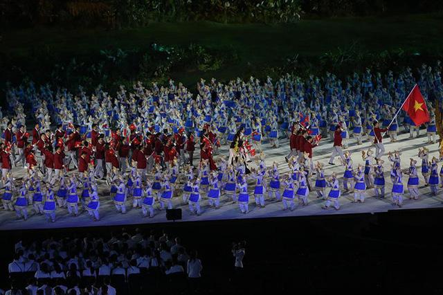Đoàn thể thao Việt Nam diễu hành qua lễ đài