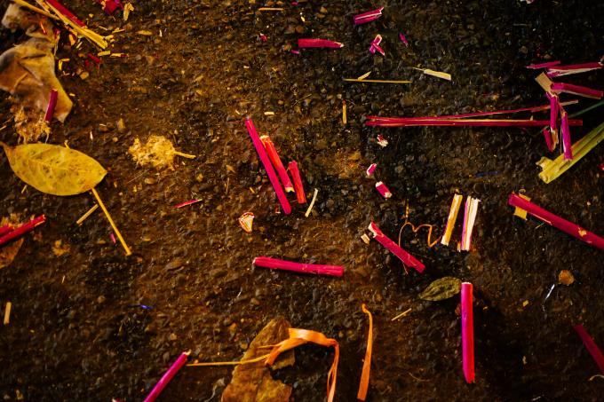 Hà Nội: Biển rác sau đêm Trung thu trên phố cổ