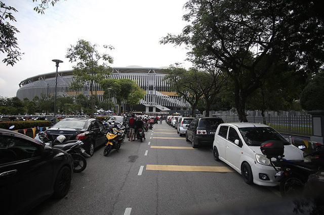 Con đường vào nơi xếp hàng muavé ở Bukit Jalilkhá thông thoáng.