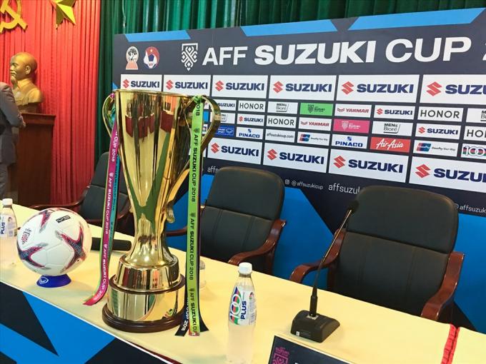 Cận cảnh chiếc cúp vô địch AFF Cup 2018 đã khắc tên Việt Nam