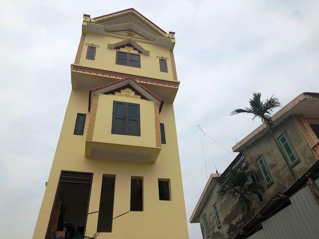 Ngôi nhà mới xây đã hoàn thiện toàn bộ nhưng giờ đây gia chủ đành bỏ không chứ không dám ở.