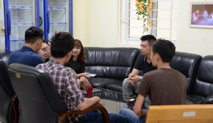Nhóm phóng viên Báo Lao Động thực hiện phóng sự điều tra chùa Ba Vàng trong buổi họp triển khai đề tài.