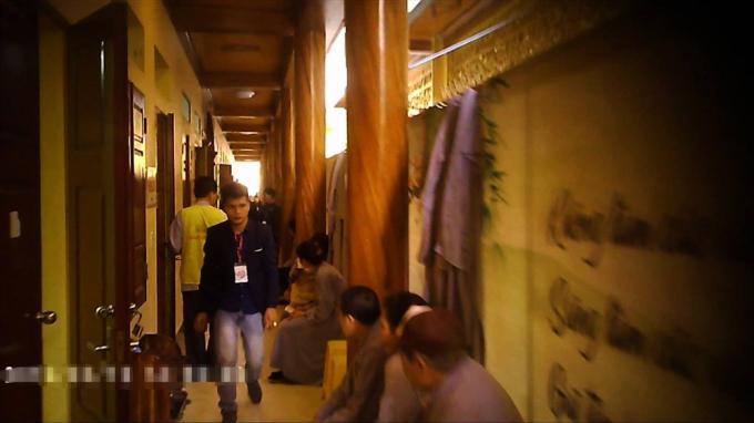 Phía bên ngoài của 3 căn phòng bí ẩn cuối cùng, trong khu thỉnh vong.