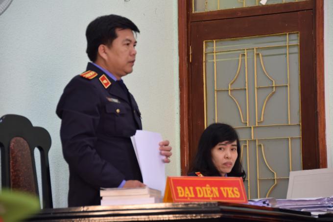 Đại diện VKS tranh luận tại phiên tòa