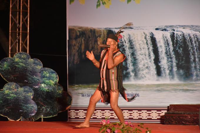 Một tiết mục biểu diễn thổi Tù và tại lễ hội Thổ cẩm tỉnh Đắk Nông tháng 1 năm 2019