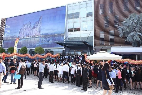 2.000 khách hàng tham dự Lễ khai trương nhà mẫu River City.