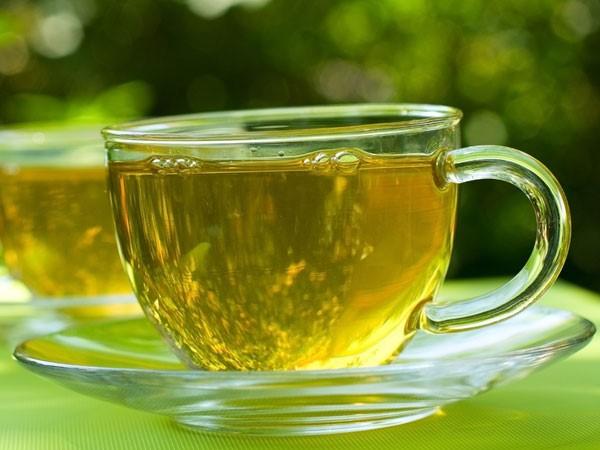 Một cốc trà xanh ấm giúp làm dịu cổ họng, loại bỏ màng nhầy, bảo vệ phổi. Ảnh:Boldsky.