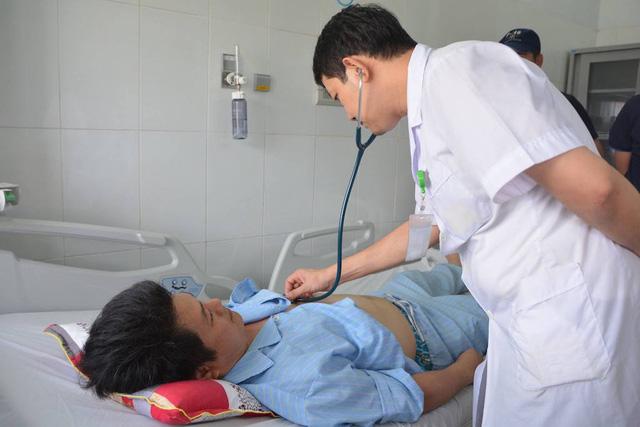 Ông Zhang Jia Ming (41 tuổi, quốc tịch Đài Loan) bị nhồi máu cơ tim cấp đe dọa tính mạng. Vượt qua hơn 100km từ Kỳ Anh (Hà Tĩnh), bệnh nhân Ming được chuyển tối khẩn đến khoa Cấp cứu và đã được các bác sỹ Bệnh viện HNĐK Nghệ An cứu sống.
