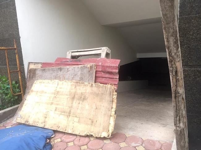 Tầng hầm toà nhà bị bỏ hoang.
