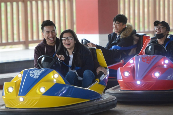 Dàn siêu xe hiện đại sang trọng với những cảm giác va chạm thú vị đem lại cảm giác sự hưng phấn thích thú cho các nhóm bạn và gia đình. Sum vầy đầu năm, tận hưởng cùng nhau nhiều cung bậc cảm xúc trước khi trở lại với công việc thường nhật, Dragon Park đã góp thêm cho cái Tết của những người dân miền Bắc những trải nghiệm mới mẻ, vui thích đầy ấn tượng.