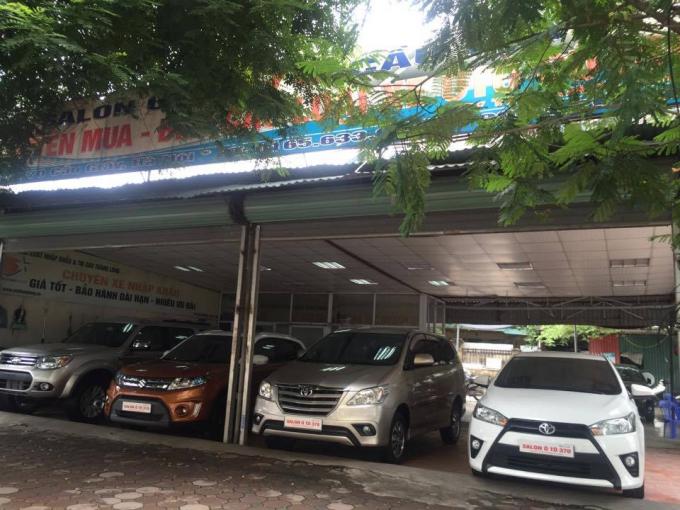 Một ki ốt showroom ô tô mọc lên trên đất dự án
