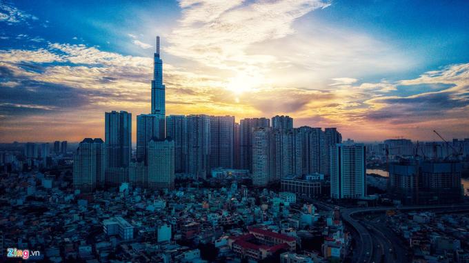 Landmark 81 - Tòa nhà cao nhất Việt Nam - lúc bình minh. Ảnh: Hoàng Hà - ZingNews.