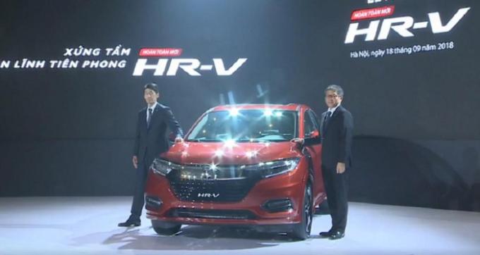 """Về thiết kế, mẫu SUV hạng B HR-V có ngoại thất tương tự """"người đàn anh"""" Honda CR-V, Honda HR-V có chiều dài 4.334 mm, rộng 1.772 mm, cao 1.605 mm."""