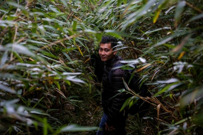 """Theo Chiến, từ sau năm 2016, khi cáp treo chính thức được vận hành, toàn bộ tuyến đường rừng trước kia được sử dụng để thi công đã hoàn toàn bị """"đóng""""."""