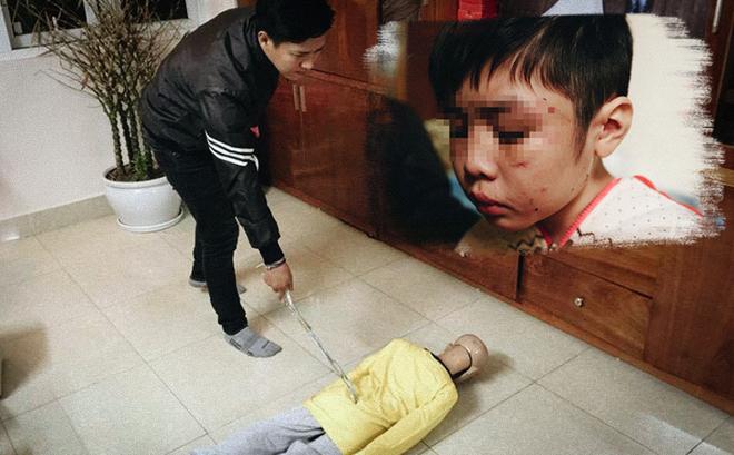 Trần Hoài Nam thực nghiệm hiện trường việc đánh con trai.