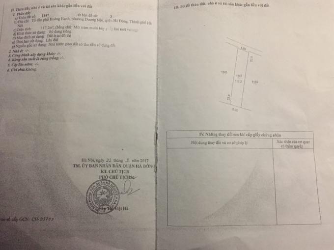 UBND quận Hà Đông đã cấp Giấy chứng nhận quyền sử dụng đất số CH 616578 mang tên Nguyễn Thị Bích tại thửa đất 1147, tờ bản số 3. Nhưng gia đình anh Nam vẫn không dọn để cho gia đình bà Bích làm nhà ở.