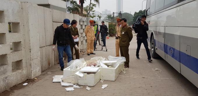Lực lượng chức năng đã bắt giữ xe khách chở số lượng khủng nội tạng đã bốc mùi hôi thối vào Hà Nội để tiêu thụ.