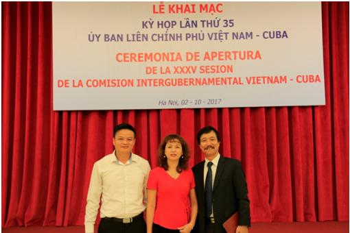 Lãnh đạo HT Pharma cùng ông Đỗ Văn Đông – Phó cục trưởng Cục quản lý Dược – Bộ Y tế(ngoài cùng bên phải).