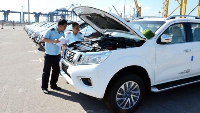 Lượng xe ô tô từ 9 chỗ ngồi trở xuống được nhập khẩu trong tuần này vẫn chiếm đa số với 1.024 chiếc, trị giá đạt 18,7 triệu USD.