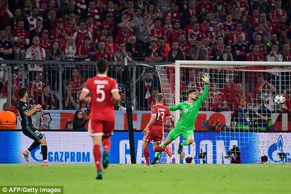 Trận đấu diễn ra rất quyết liệt. (Ảnh: AFP/Getty Images)