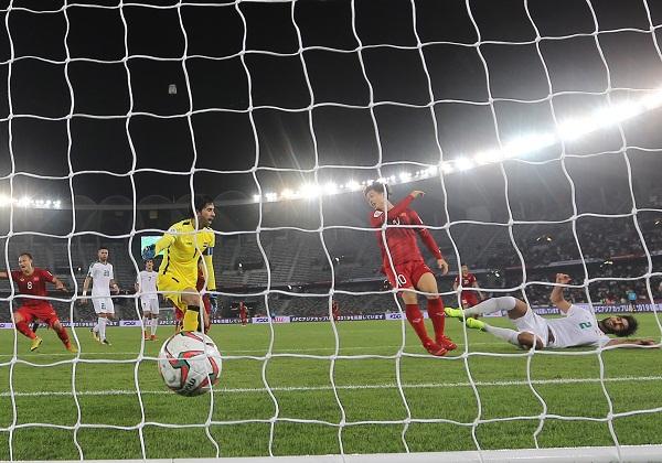 Công Phượng ghi bàn thắng nâng tỉ sốlên 2-1 cho ĐT Việt Nam. (Ảnh: VFF)