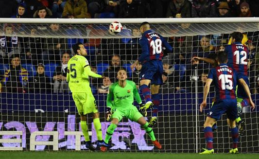 Barcelona đã thất bại 1-2 trước Levante ở lượt đivòng 1/8 Cúp nhà Vua. (Ảnh: Reuters)