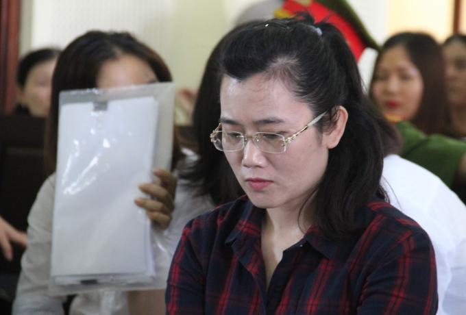 Nguyễn Thị Lam đã chiếm đoạt của các khách hàng số tiền hơn 50 tỉ đồng.