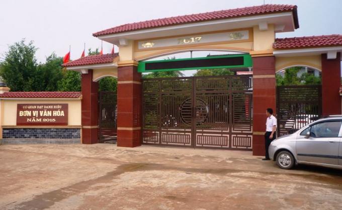Cổng UBND xã Trung Thành nơi xảy ra sự việc.