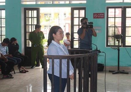 Bị cáo Hòa tại phiên tòa. (Ảnh: báo Zing.vn)
