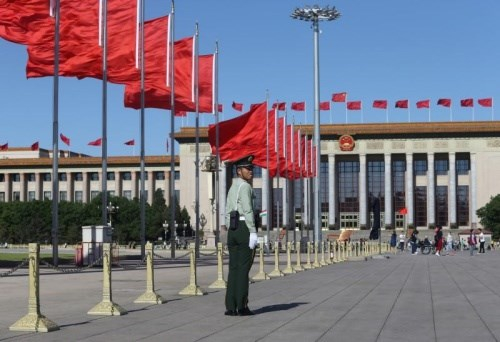 Cờ Trung Quốc tại Quảng trường Thiên An Môn, Bắc Kinh. Ảnh: Reuters/VnE