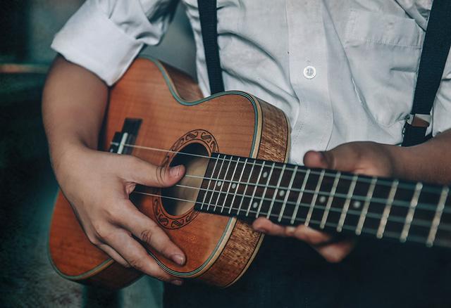 Thú vui âm nhạc thời ấy chỉ là trong những bài hát giản dị, cây đàn mộc mạc.