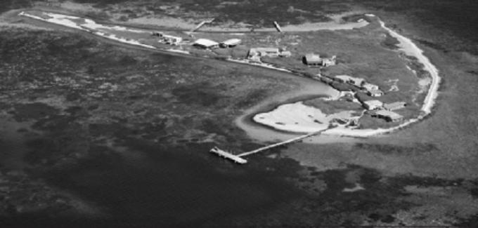 Đảo san hô vòng Beacon nằm ở ngoài khơi duyên hải Tây Australia, nơi được cho là điểm mất tích của con tàu chở gia vị và kho báu Batavia.