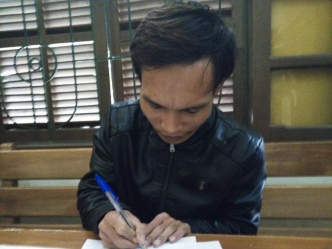 Nghi can Nguyễn Mạnh Hùng tại cơ quan điều tra.