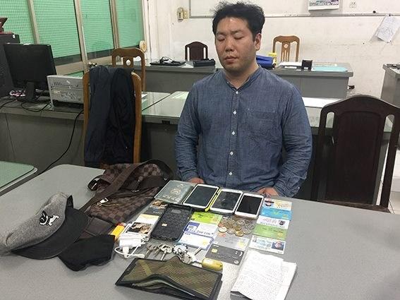 Noh Deeryong tại cơ quan điều tra. (Ảnh: báo Công an nhân dân)
