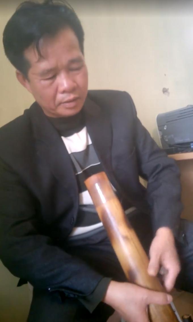 Đây được cho là ông Vương Văn Thạch – Chủ tịch UBND xã Hữu Vinh, người đã có những lời lẽ thô tục.