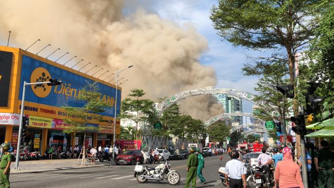 Hiện trường vụ cháylớn giữa trung tâm thành phố Đà Nẵng.