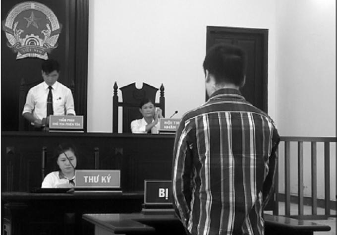 Tòa tuyên phạt bị cáo mức án tương đương với thời gian bị tạm giam (4 tháng 2 ngày), tuyên trả tự do tại tòa.