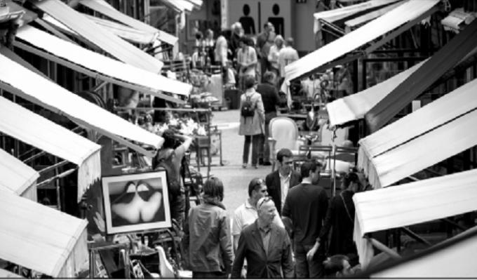 """Một khu """"chợ bọ chét"""" tại Paris."""