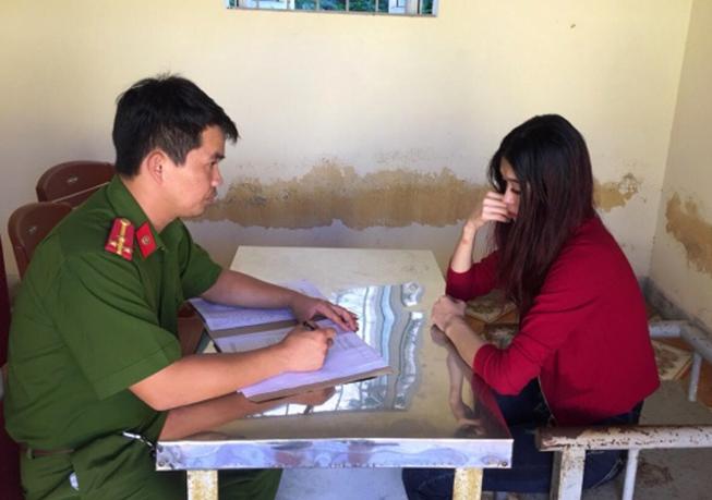 Lê Thị Hà Phương tại cơ quan điều tra. (Ảnh: báo Pháp luật TP HCM)