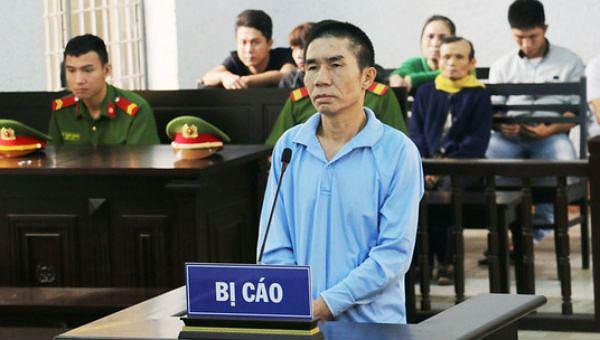 Bị cáo Nguyễn Văn Hùng tại tòa.