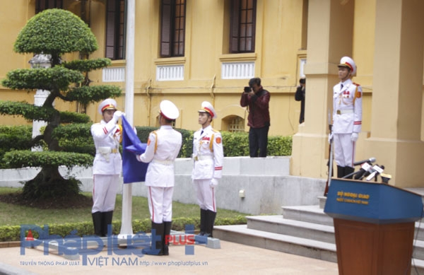 Lễ thượng cờ ASEAN. Ảnh: Như Trường.