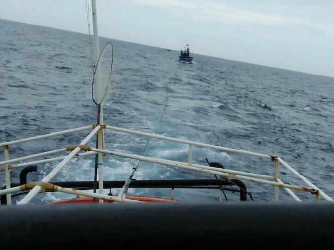 Tàu SAR 2701 đã đến khu vực hiện trường và giải cứu tàu cá QNg 94698 Ts về đến bờ an toàn.