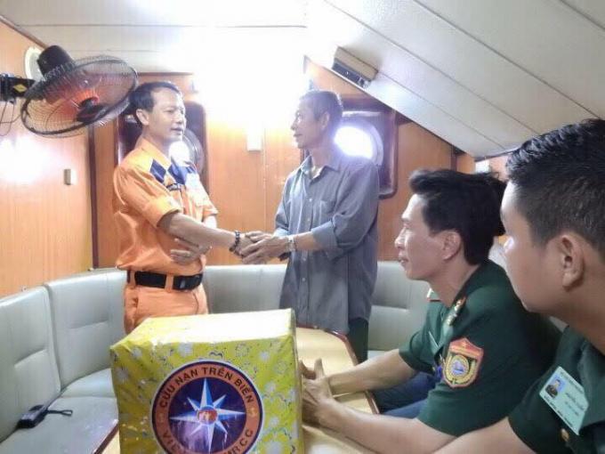 Trung tâm Phối hợp tìm kiếm cứu nạn hàng hải Việt Nam giải cứu được 6 ngư dân bị gặp nạn trên biển.