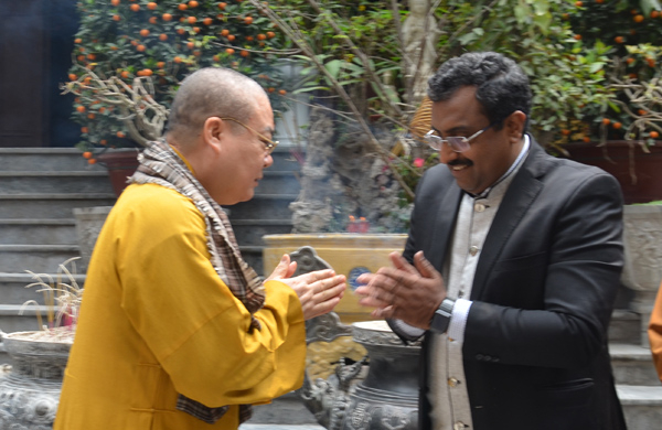 Tổng bí thư Đảng cầm quyền Ấn Độ đến thăm Giáo hội Phật giáo Việt Nam tại chùa Quán Sứ