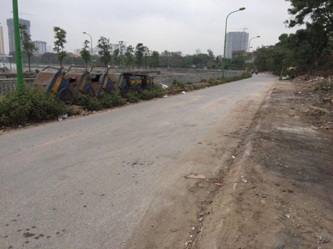 Sau khi ra quân xử lý, 400m đường dọc bờ sông Lừ đã dọn dẹp sạch sẽ.